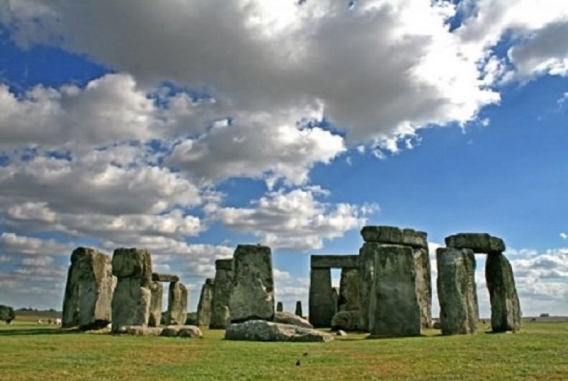stonehenge-wiltshire-england