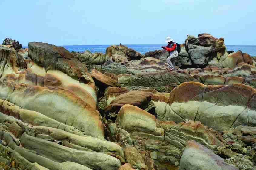 Batu Punggung Naga (foto : http://ciletuhpalabuhanratugeopark.org)