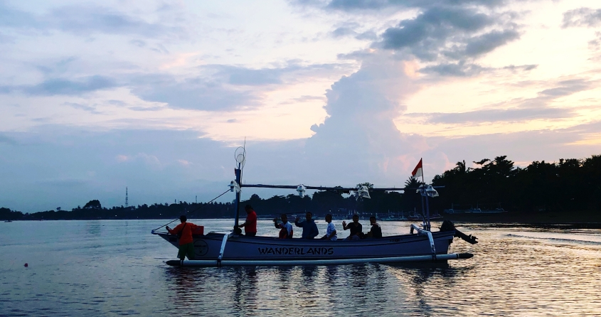 Perahu motor kapasitas 5 orang